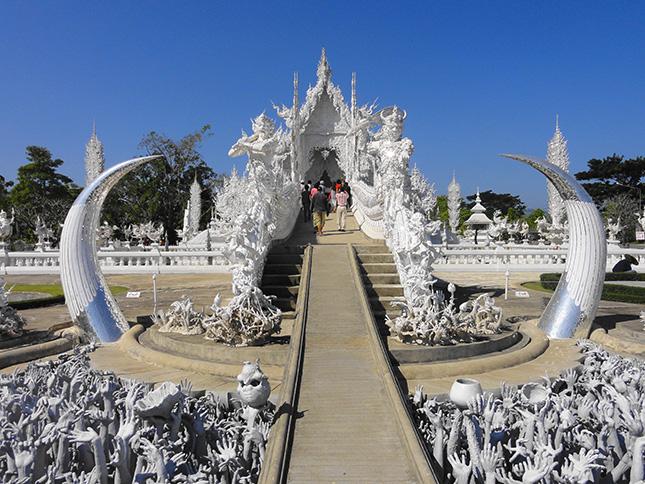 Wat Rong Khun buddhista templom