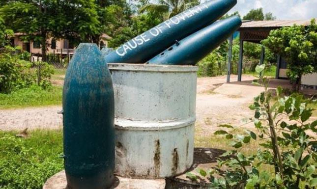 Lövedékekből készült használati tárgyak Laoszban