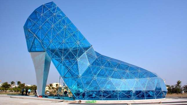 Cipő formájú templom