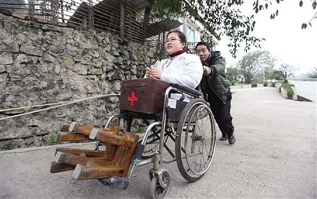Több ezer betegen segített már a láb nélküli orvos