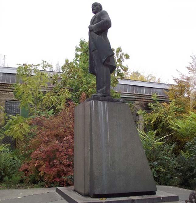 Lenin szoborból Dart Vader