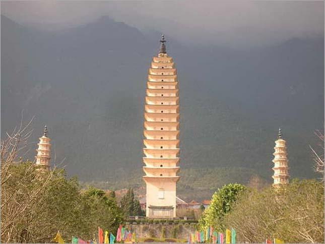 A három pagodák együttes