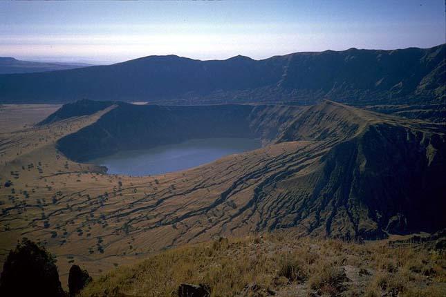Deribo kráter tó, Jebel Marra hegy - Darfur régió Szudán nyugati részén