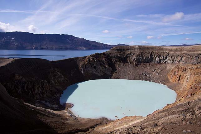 Geotermikus Viti kráter tó