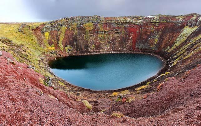Kerid vulkáni kráter tó Grímsnes terület, dél Izland