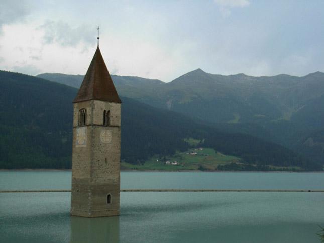 Templom a Reschensee tóban, Olaszország