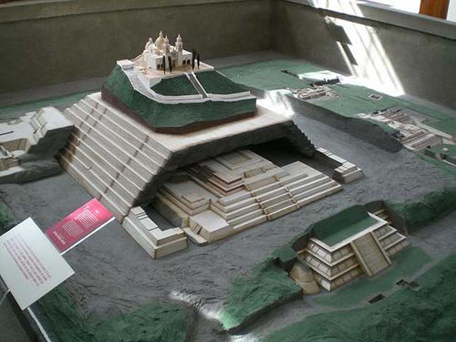 Cholula Nagy Piramisa