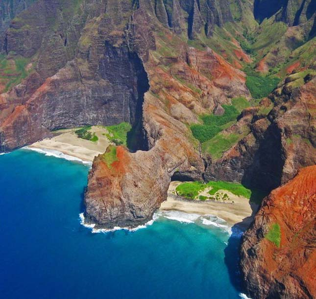 Honopu Beach, Hawaii, USA