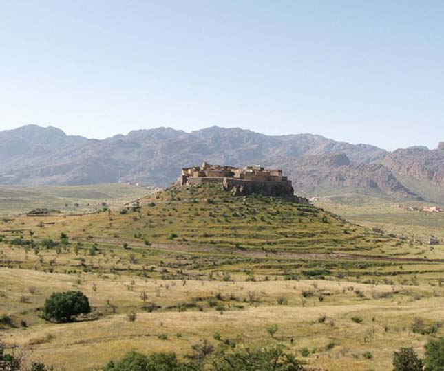 Tizourgane Kasbah fallal körülvett falu, Marokkó
