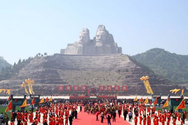 Yan és Huang császár szobra