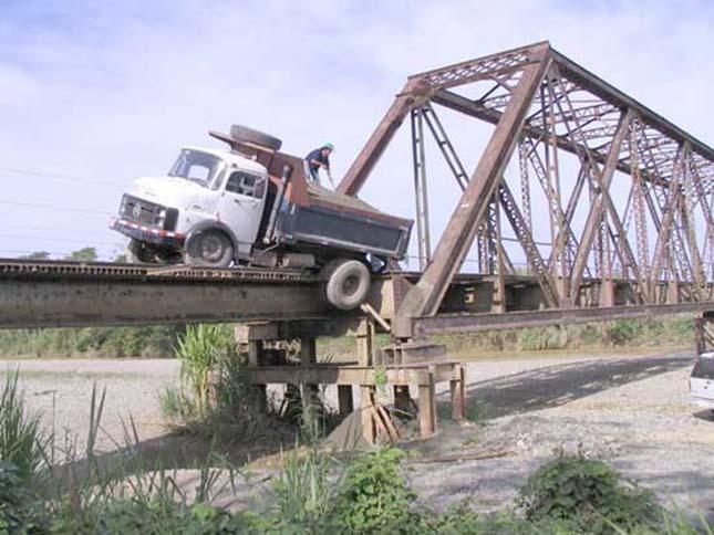 Quepos híd