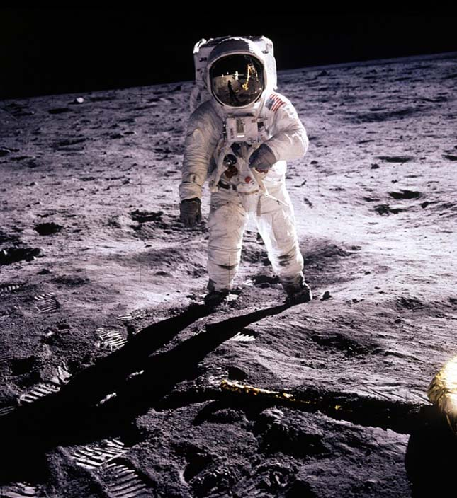 Ember a Holdon (NASA, 1969)