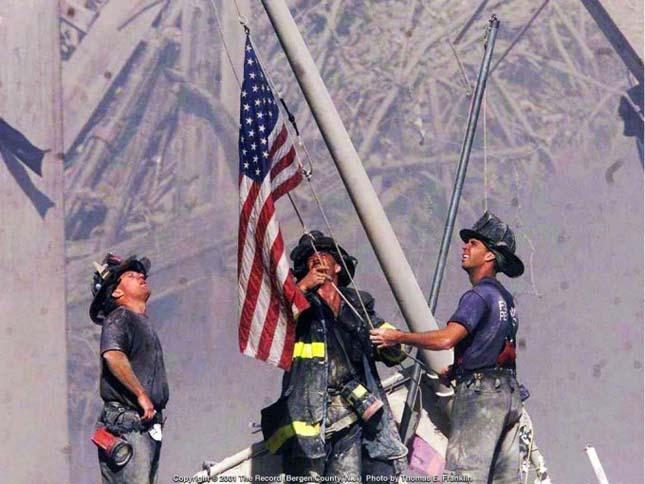 Zászló a Ground Zero-n (Thomas E. Franklin, 2001)