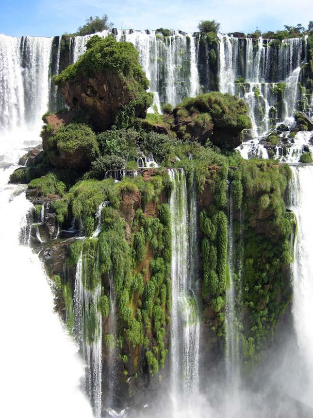 Az Iguazu-vízesés Brazília és Argentína határán