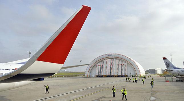 Felfújható hangárt adtak át a Liszt Ferenc-repülőtéren