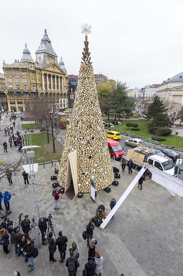 A Hello Wood különleges karácsonyfája Budapesten